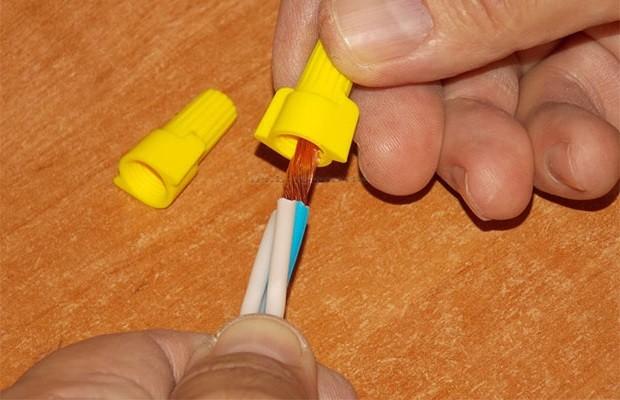Соединение проводов колпачками СИЗ